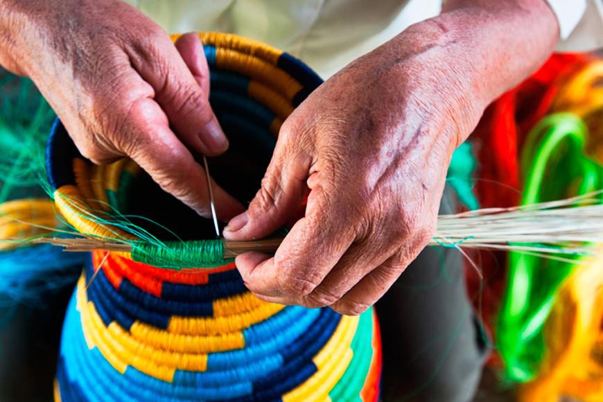La artesanía indígena colombiana se exhibe en Tenerife