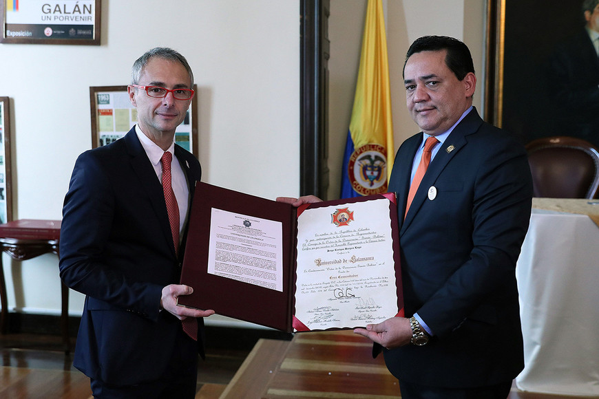 Colombia condecora a la Universidad de Salamanca