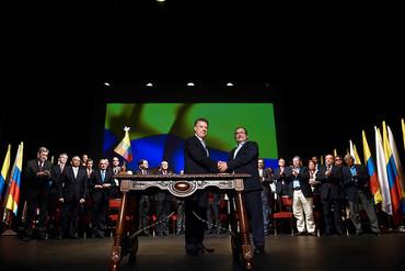 El Gobierno colombiano y FARC firman un nuevo Acuerdo de Paz