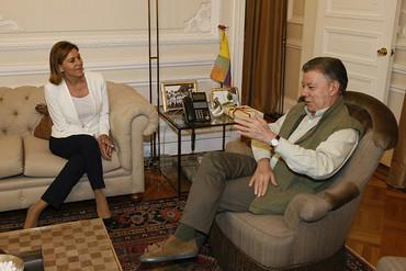 La ministra de Defensa reitera ante Juan Manuel Santos el apoyo español al Acuerdo de Paz