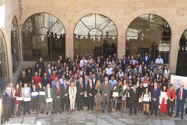 Santander y la USAL entregan los diplomas de su programa de Becas Internacionales