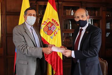 El nuevo Embajador de España presenta copias de cartas credenciales en Bogotá